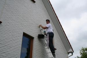 Gevel schilderen waarom is een nieuwe verflaag nodig for Wat kost een huis schilderen