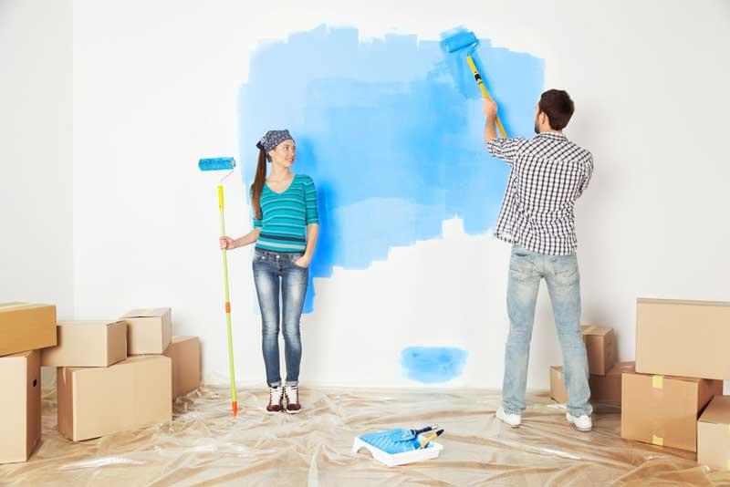 Als koppel aan het schilderen